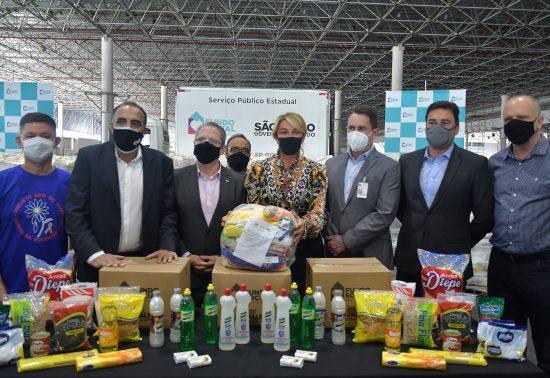Entrega simbólica de 6.500 cestas básicas e 6.500 kits de higiene
